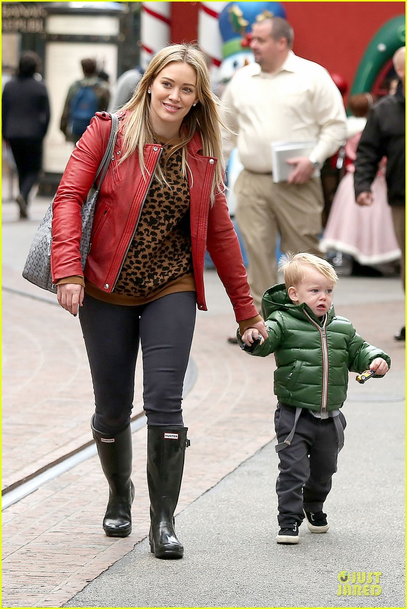 hilary duff santa claus visit with luca 033015766