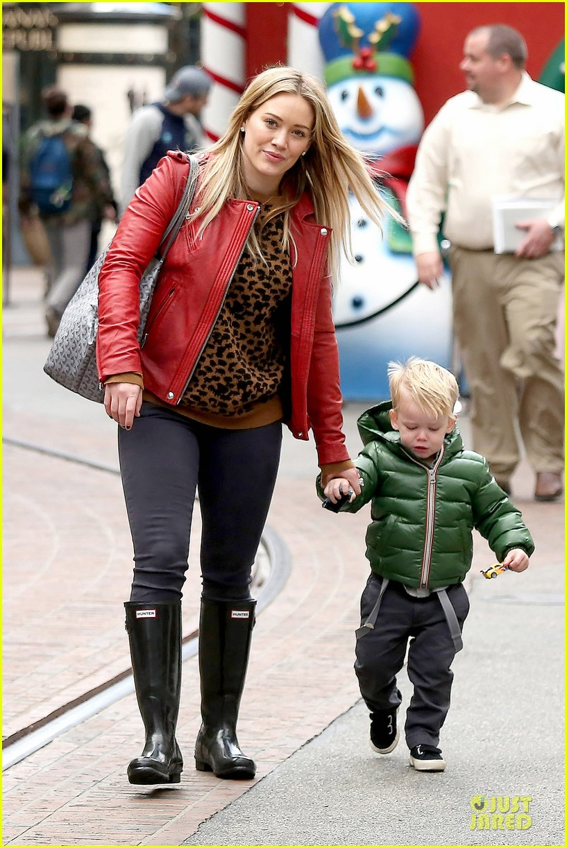 hilary duff santa claus visit with luca 12