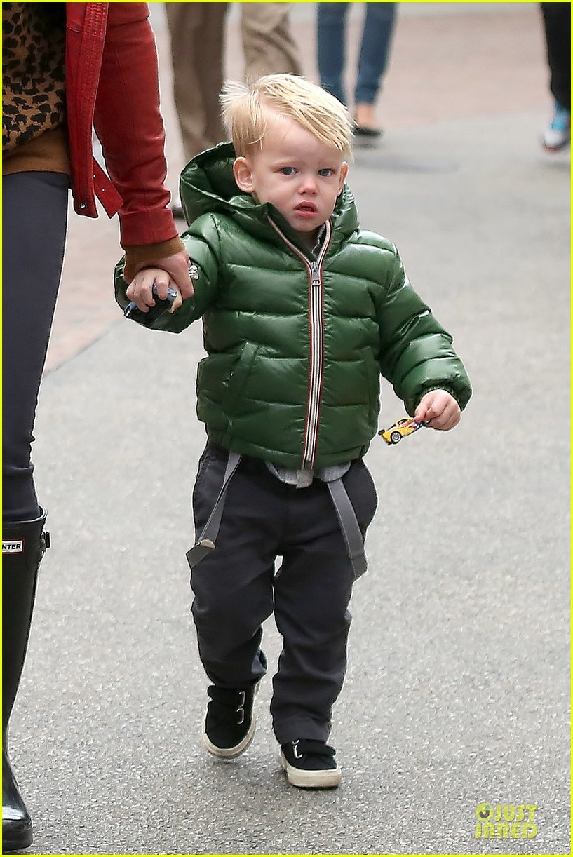 hilary duff santa claus visit with luca 14