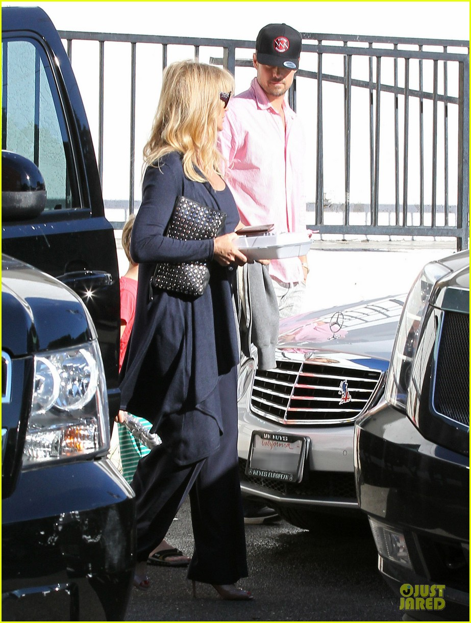 josh duhamel axl early world cafe with goldie hawn 31