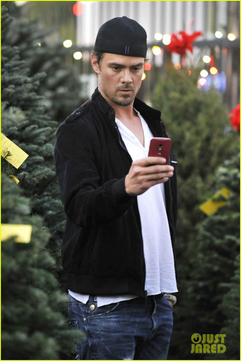 josh duhamel christmas tree shopping after trevorlive la 2013 033009724