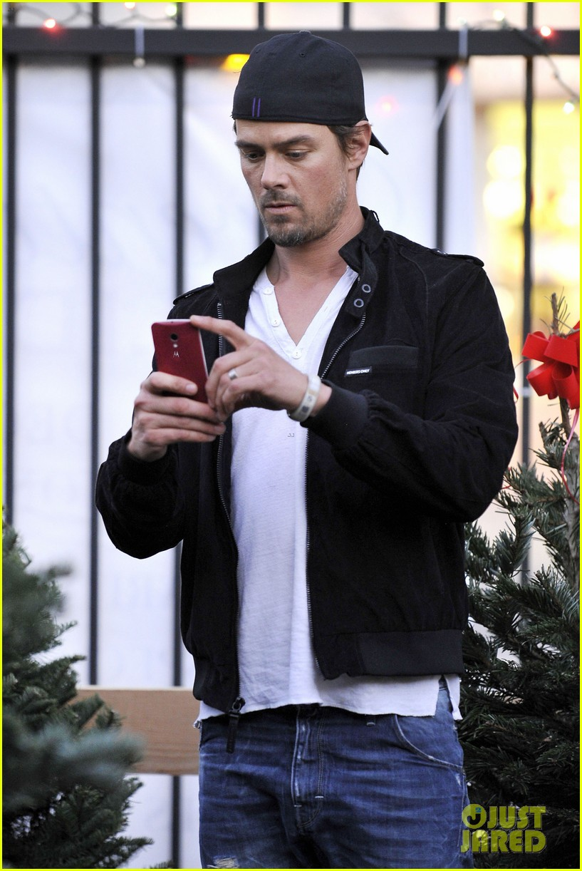 josh duhamel christmas tree shopping after trevorlive la 2013 05