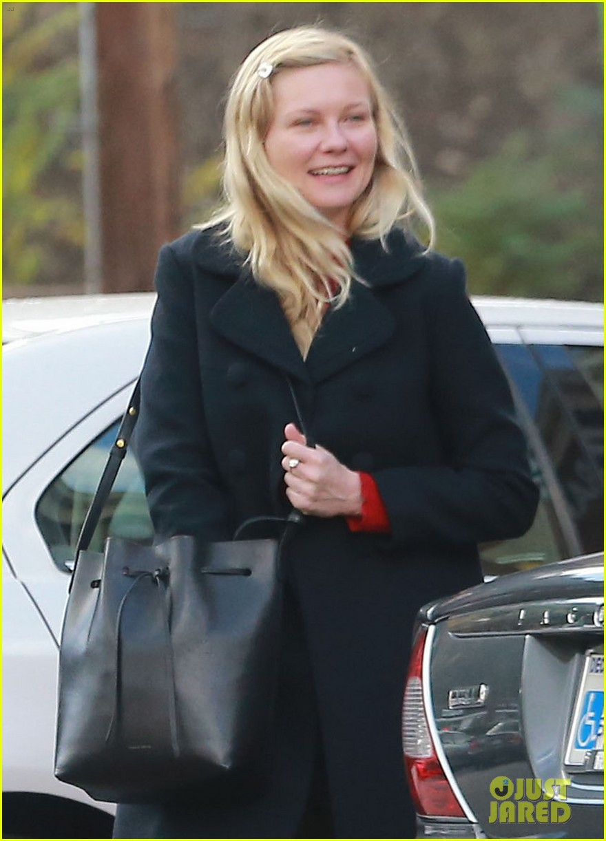 kirsten dunst saturday shopping mom inez 02