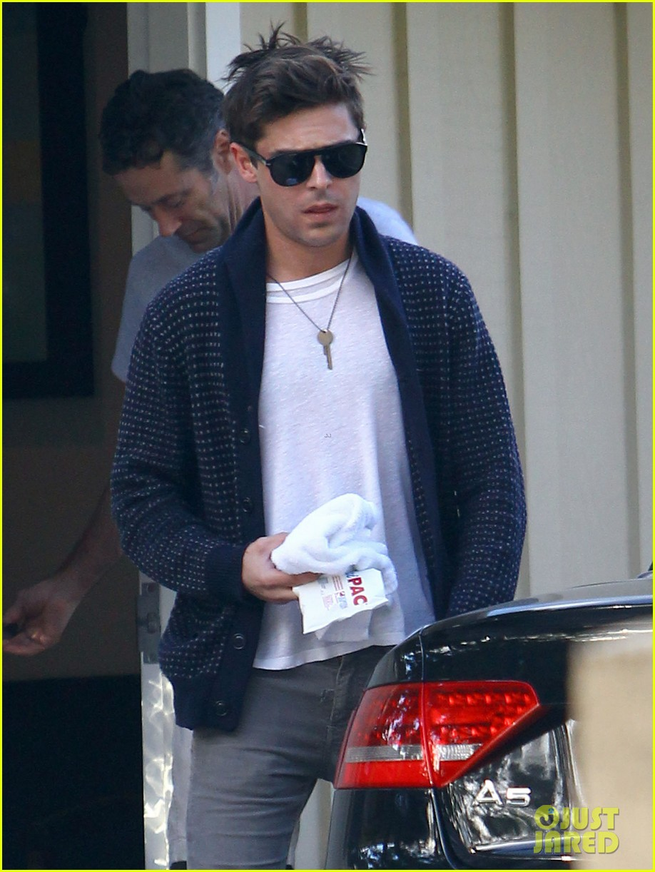 zac efron photographed for first time since breaking his jaw 03