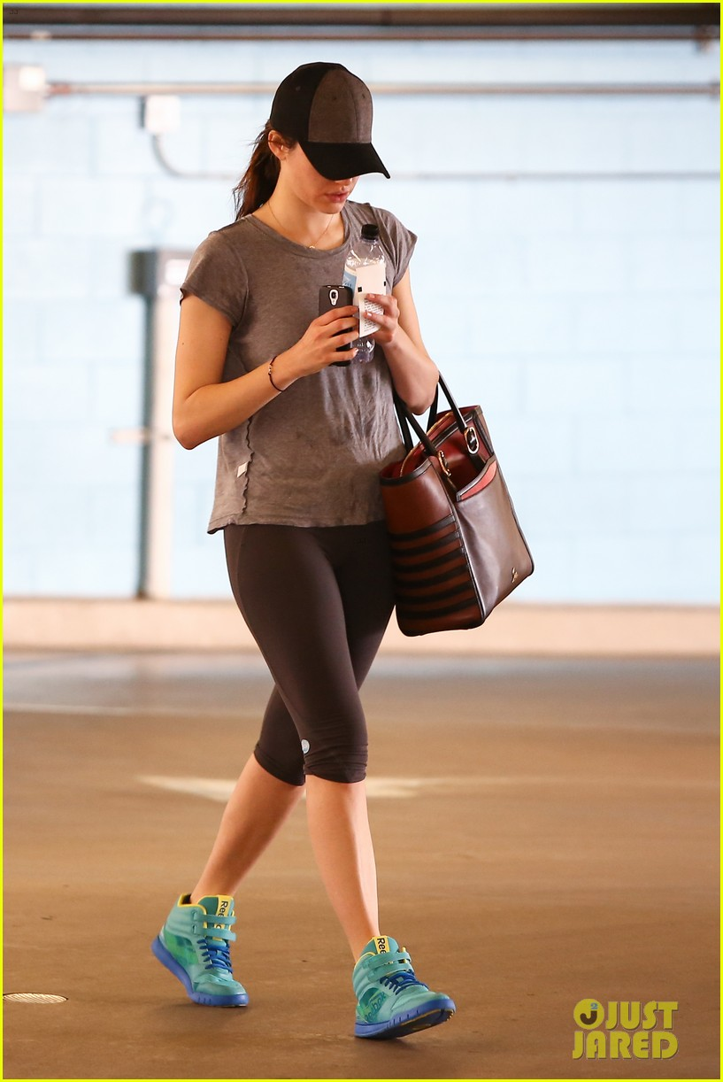 emmy rossum workout after long night rest 08