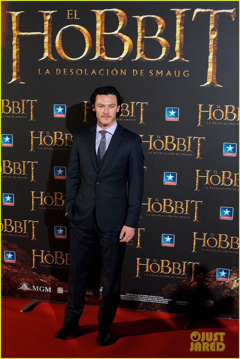 luke evans hobbit madrid premiere with richard armitage 053010530