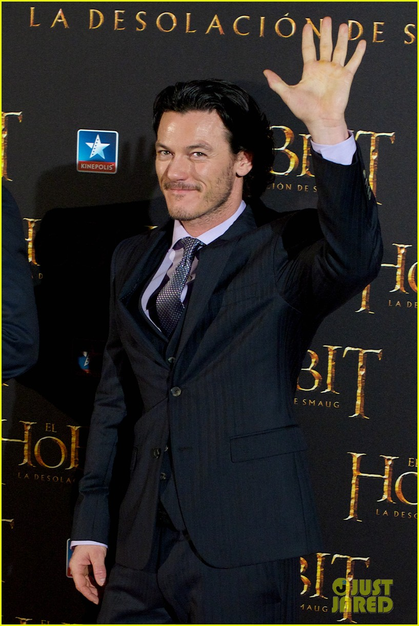 luke evans hobbit madrid premiere with richard armitage 08