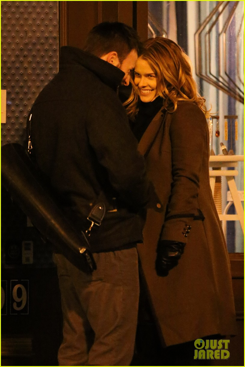 chris evans alice eve get romantic on 130 train set 043014685