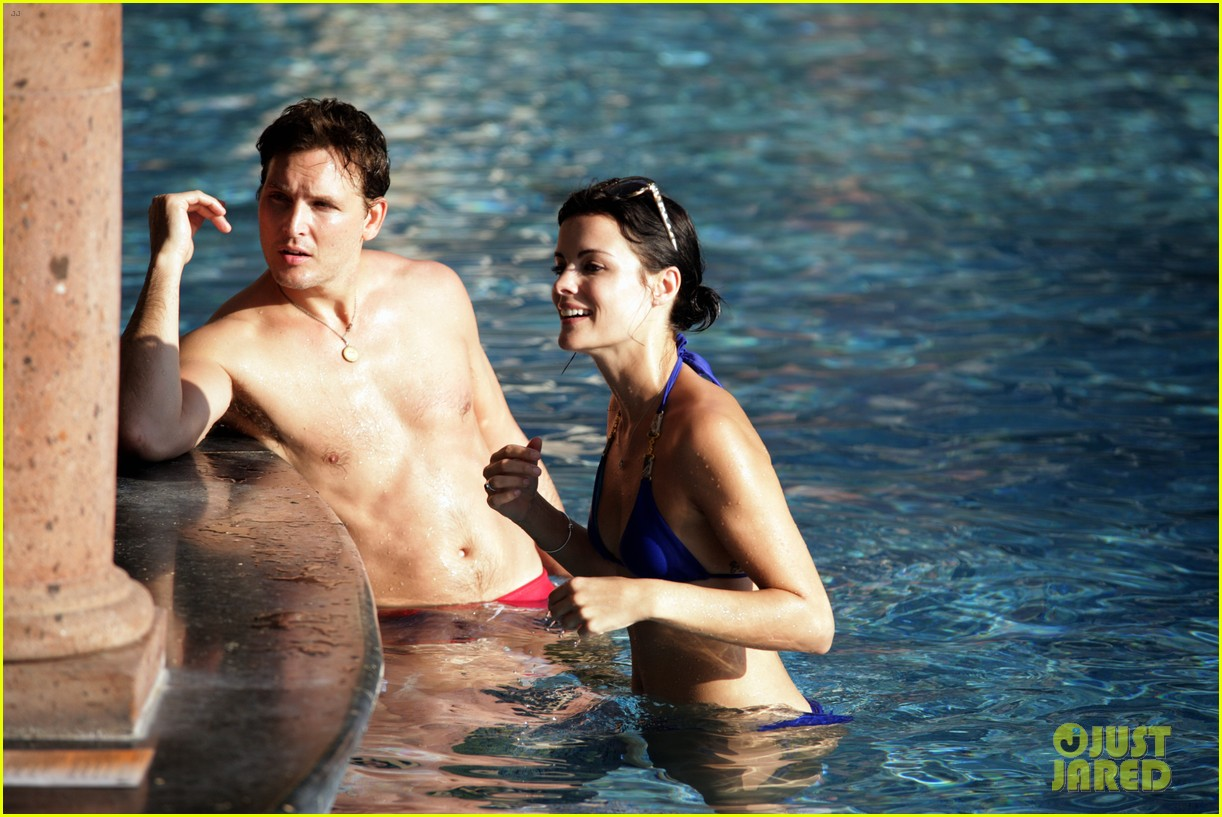 peter facinelli jaimie alexander bare beach bods in mexico 02