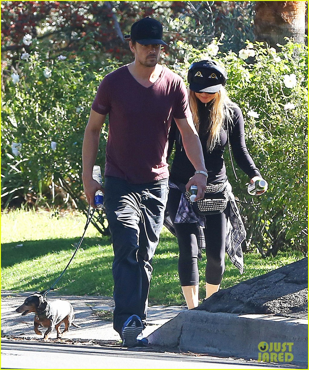 fergie josh duhamel dog walking duo 05