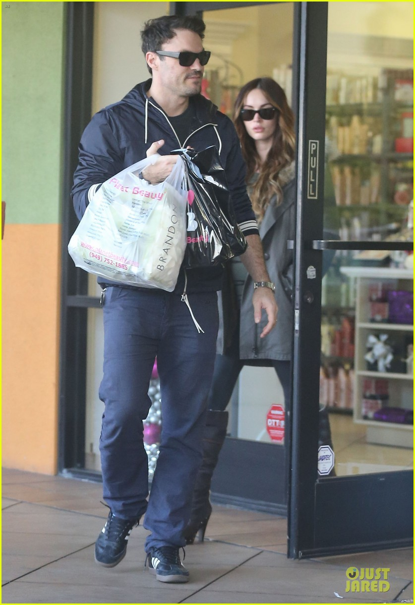 megan fox brian austin green planet beauty shopping pair 05