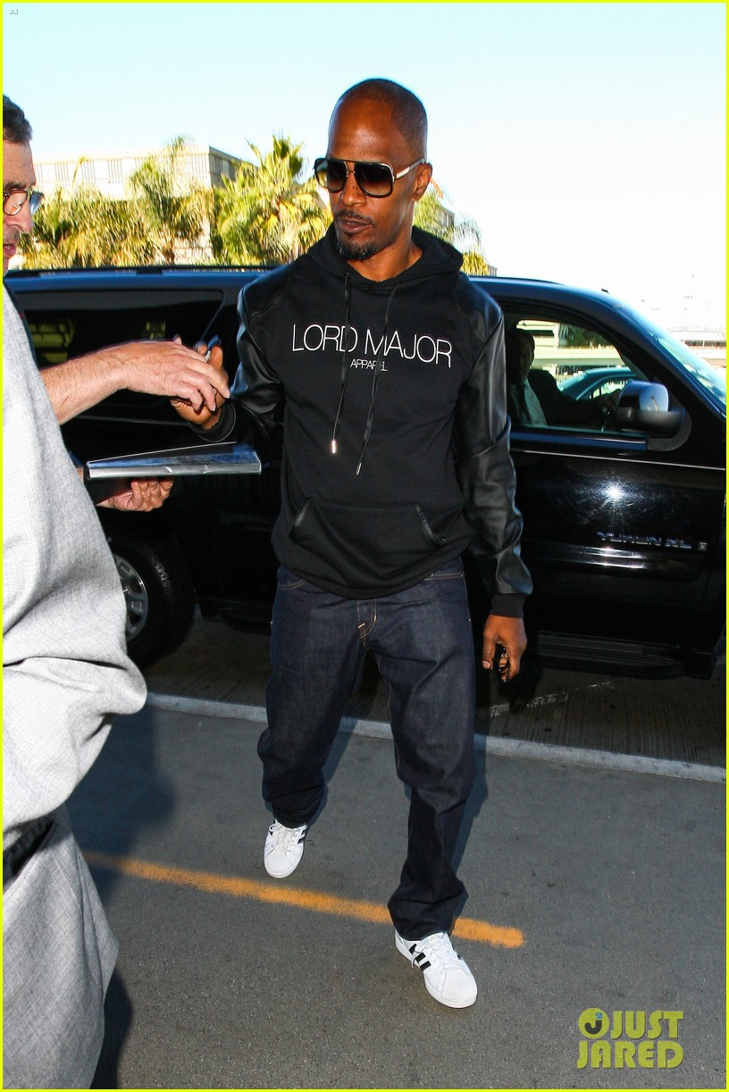 jamie foxx sends kwanzaa greetings before taking flight 09