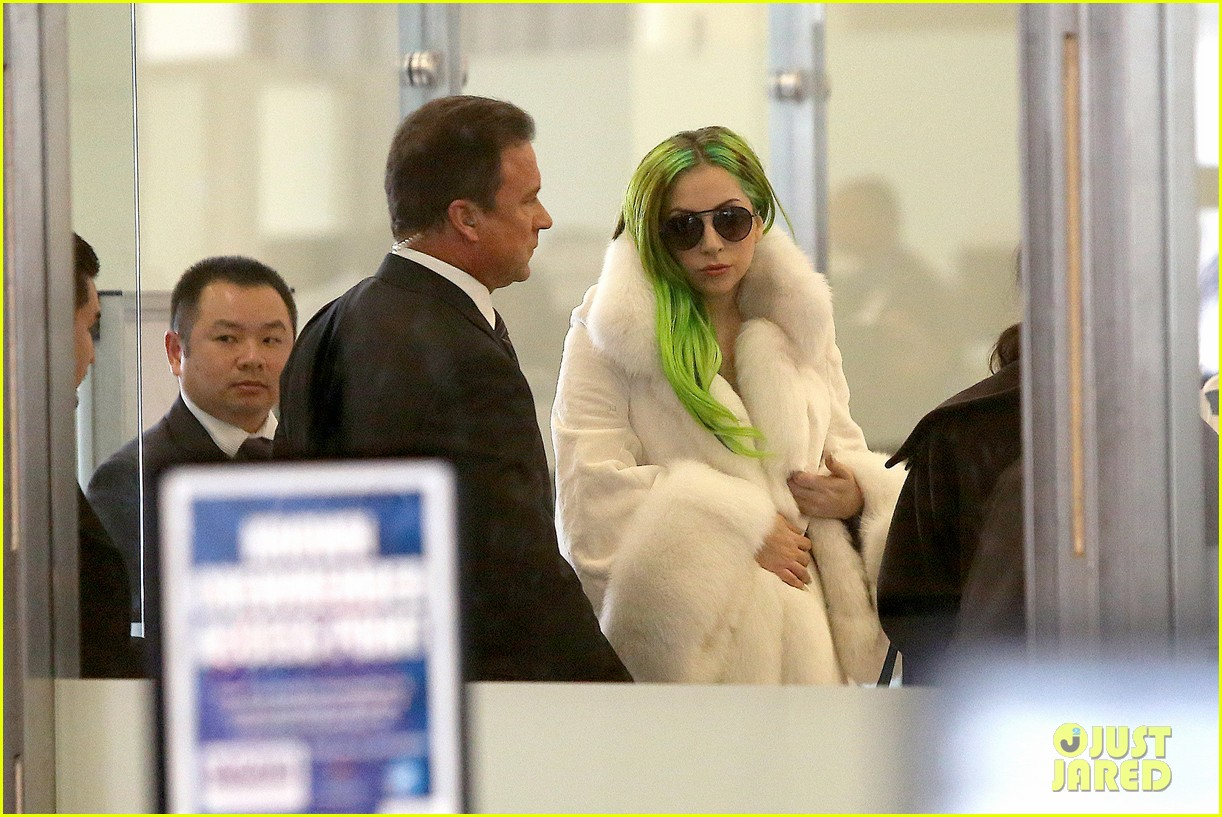 lady gaga flies out after voice duet with christina aguilera 10