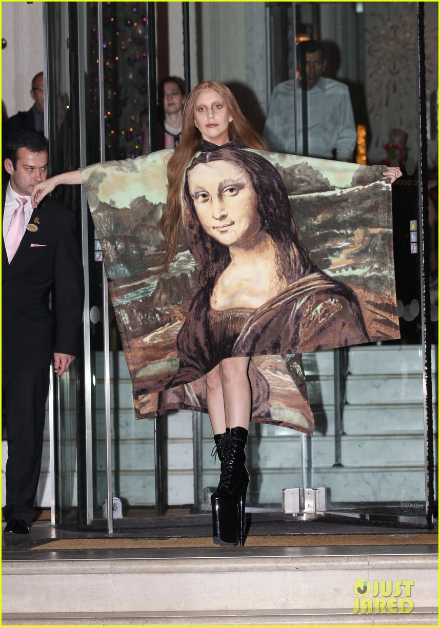 lady gaga displays mona lisa dress in london 053004962