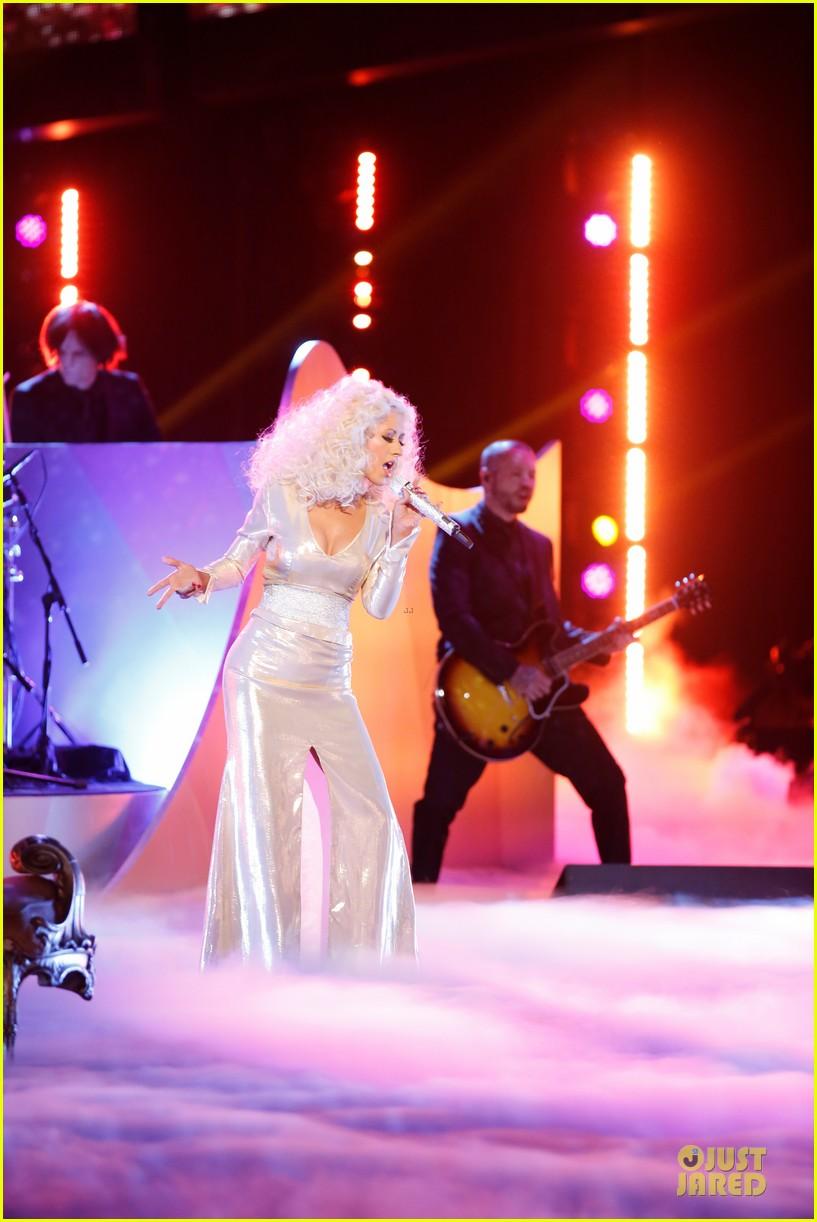 Hoy en The Voice: Xtina y Lady Gaga juntas en el mismo escenario - Página 6 Lady-gaga-christina-aguilera-do-what-u-want-01