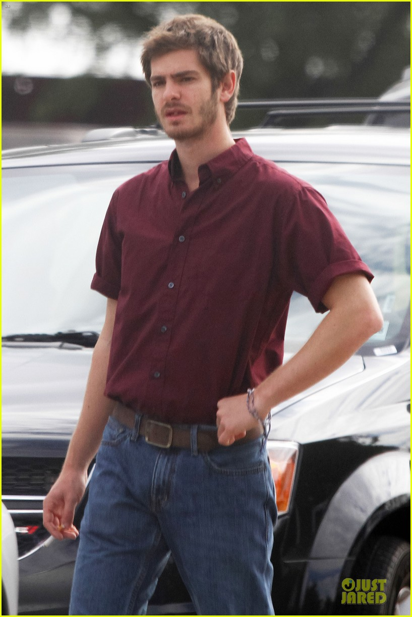 andrew garfield 99 homes set with michael shannon 103004438
