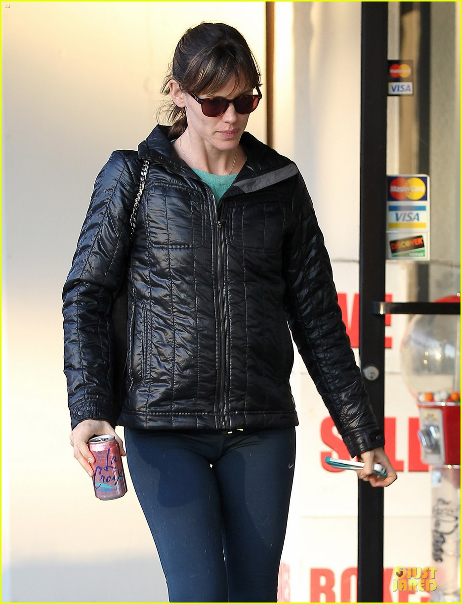 jennifer garner wraps week with seraphina ballet class 09