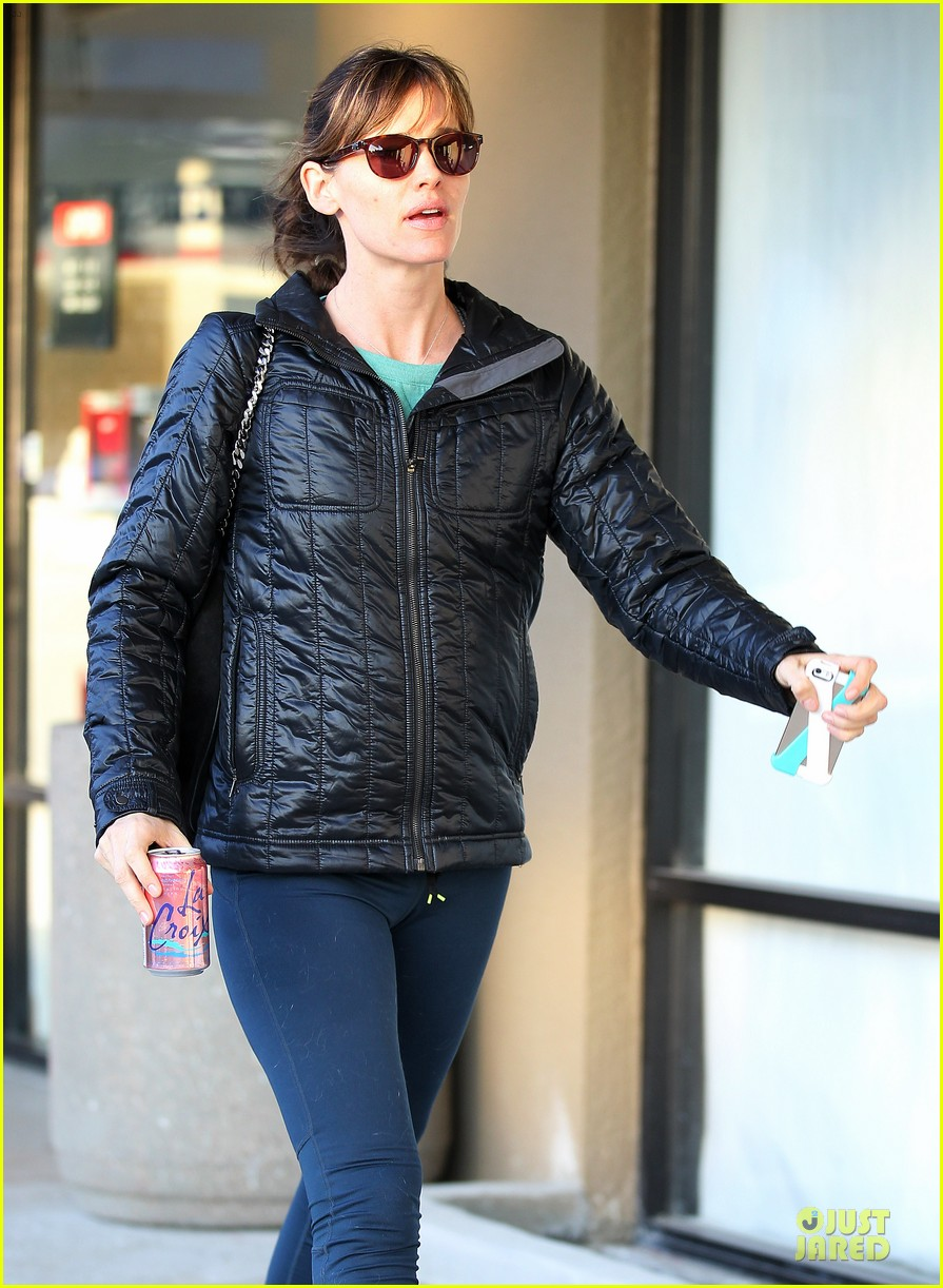 jennifer garner wraps week with seraphina ballet class 11