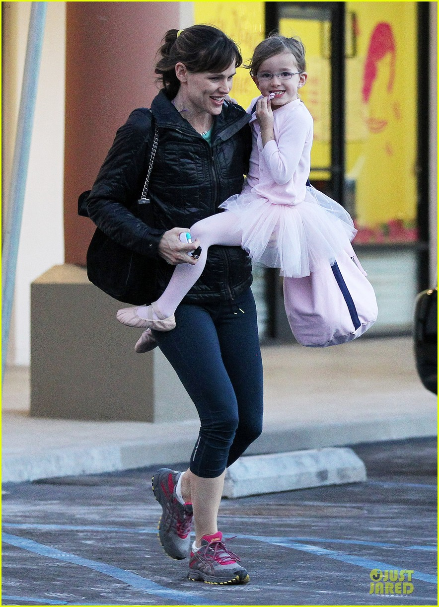 jennifer garner wraps week with seraphina ballet class 143011769