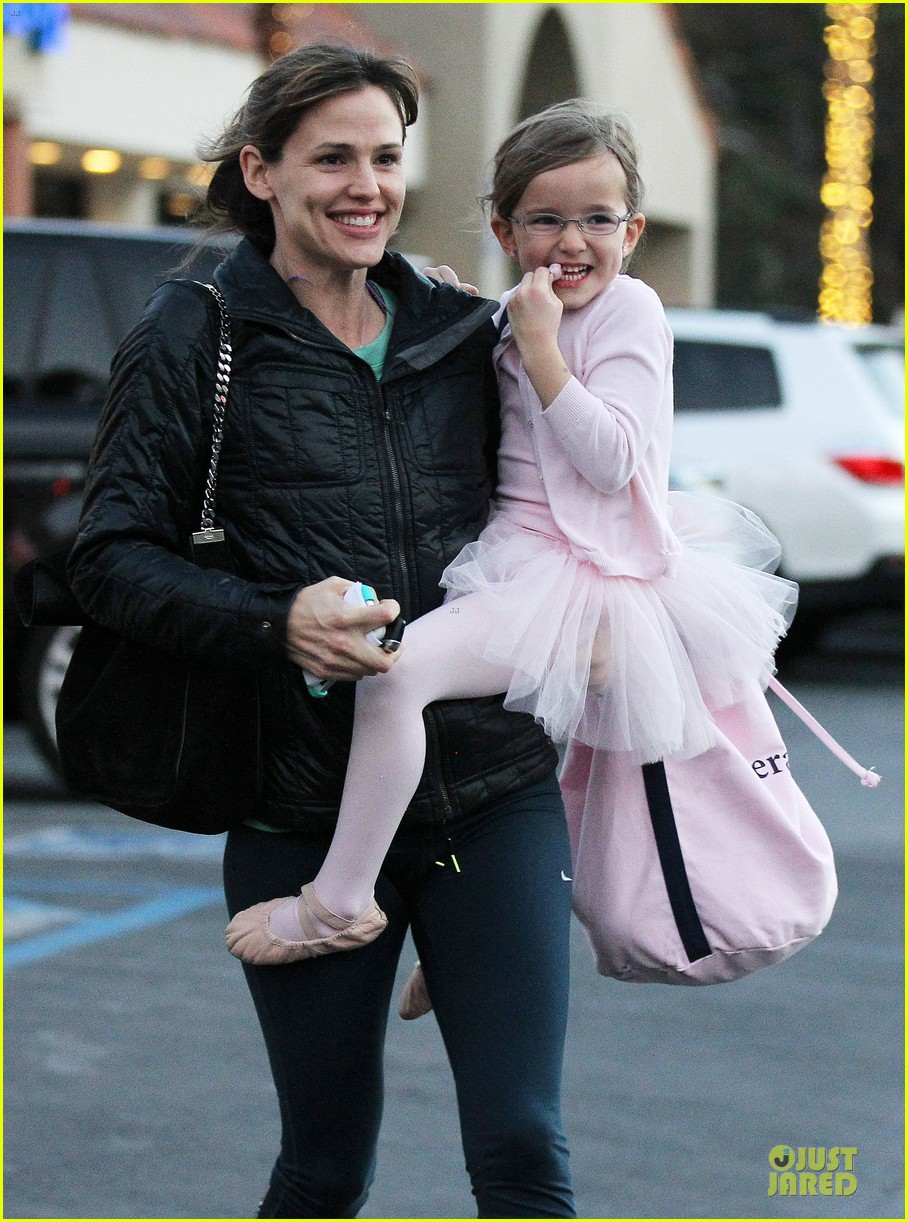 jennifer garner wraps week with seraphina ballet class 19