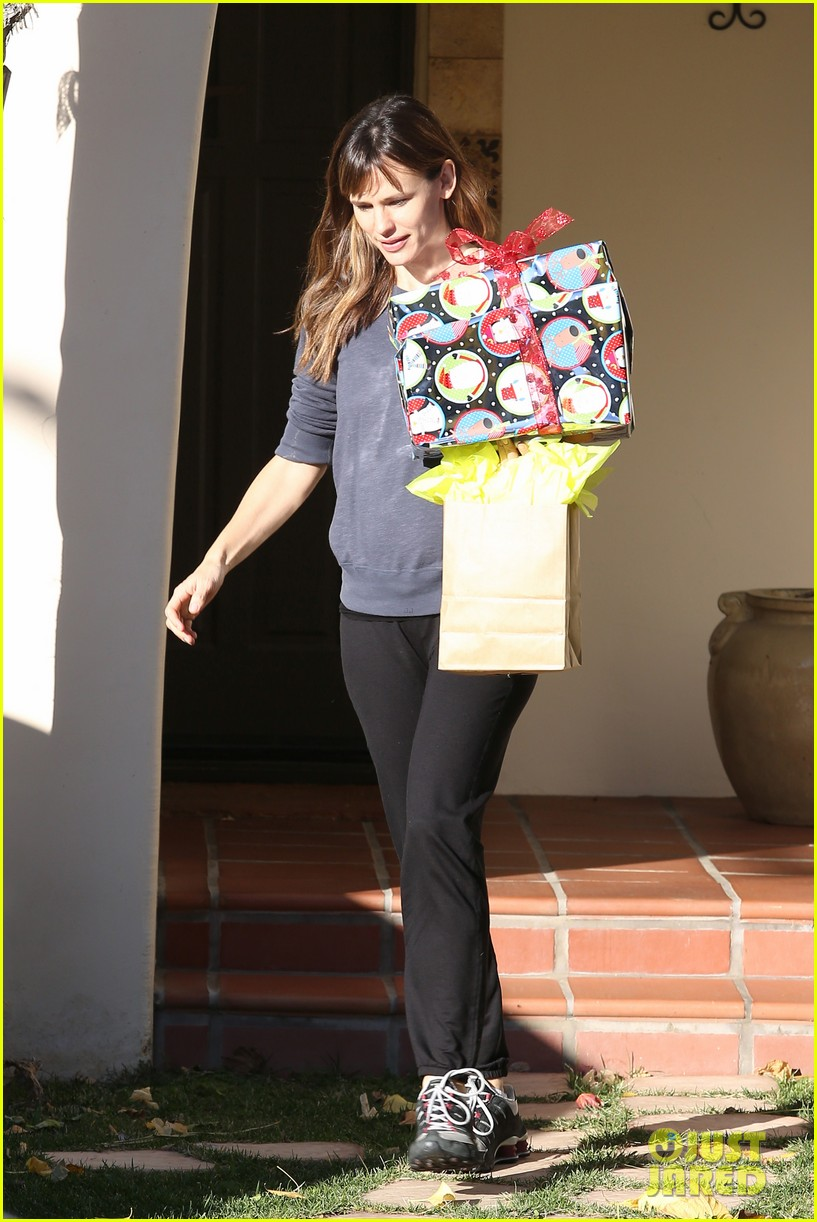 jennifer garner gets ready for christmas picks up gifts 033015440