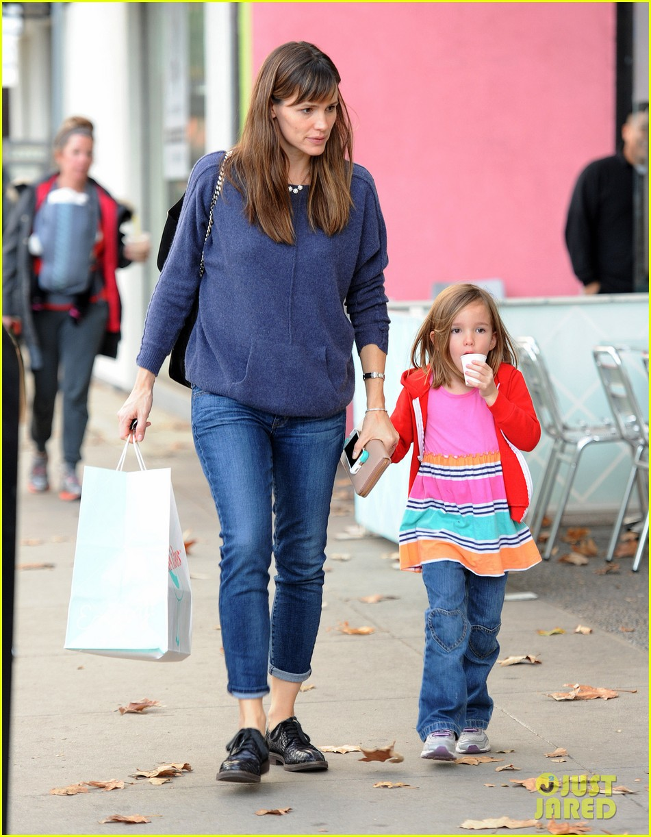 jennifer garner gets ready for christmas picks up gifts 173015454