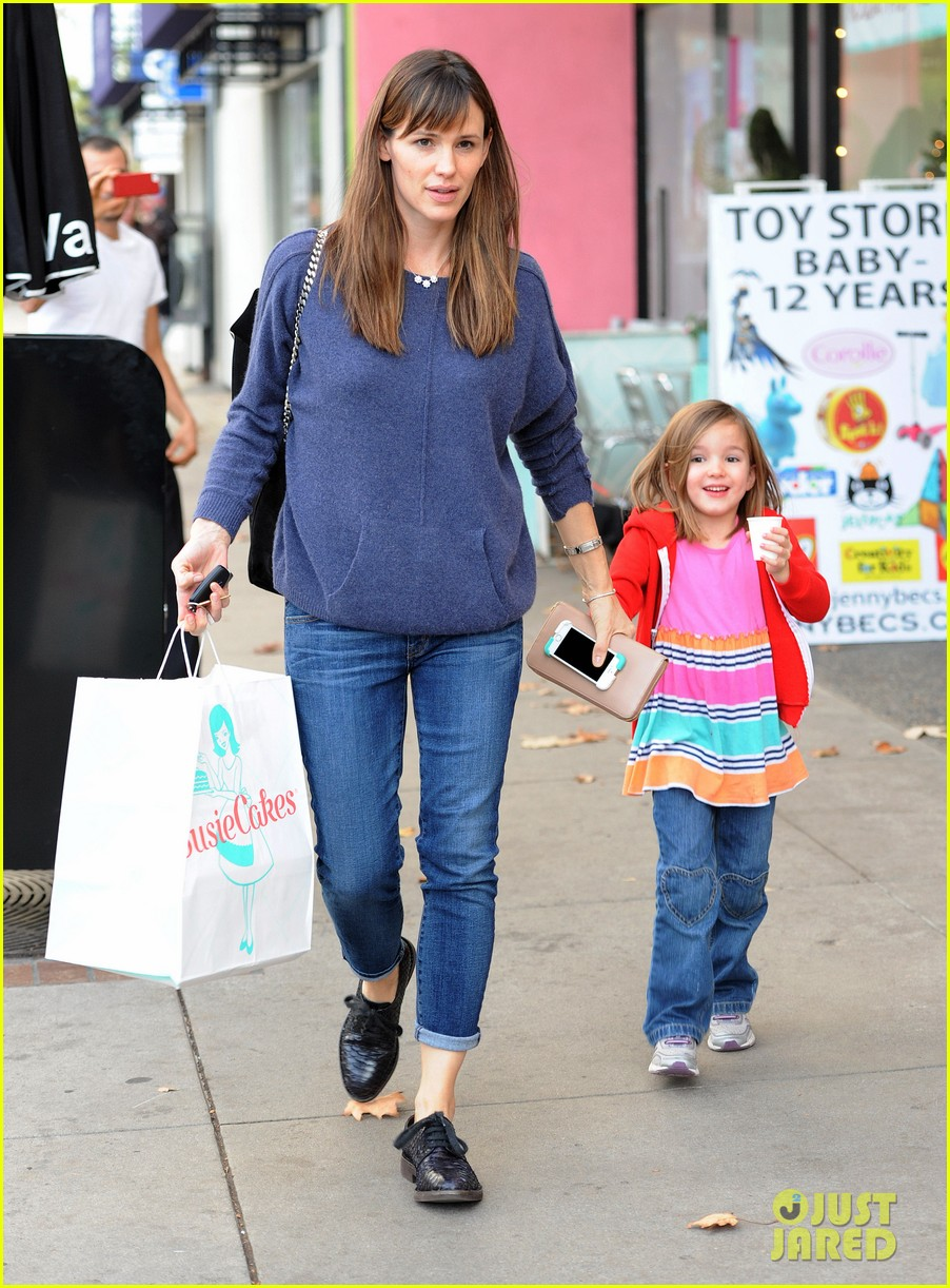 jennifer garner gets ready for christmas picks up gifts 223015459