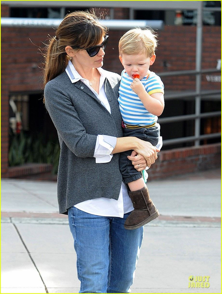 jennifer garner haircut for lollipop lovin samuel 06