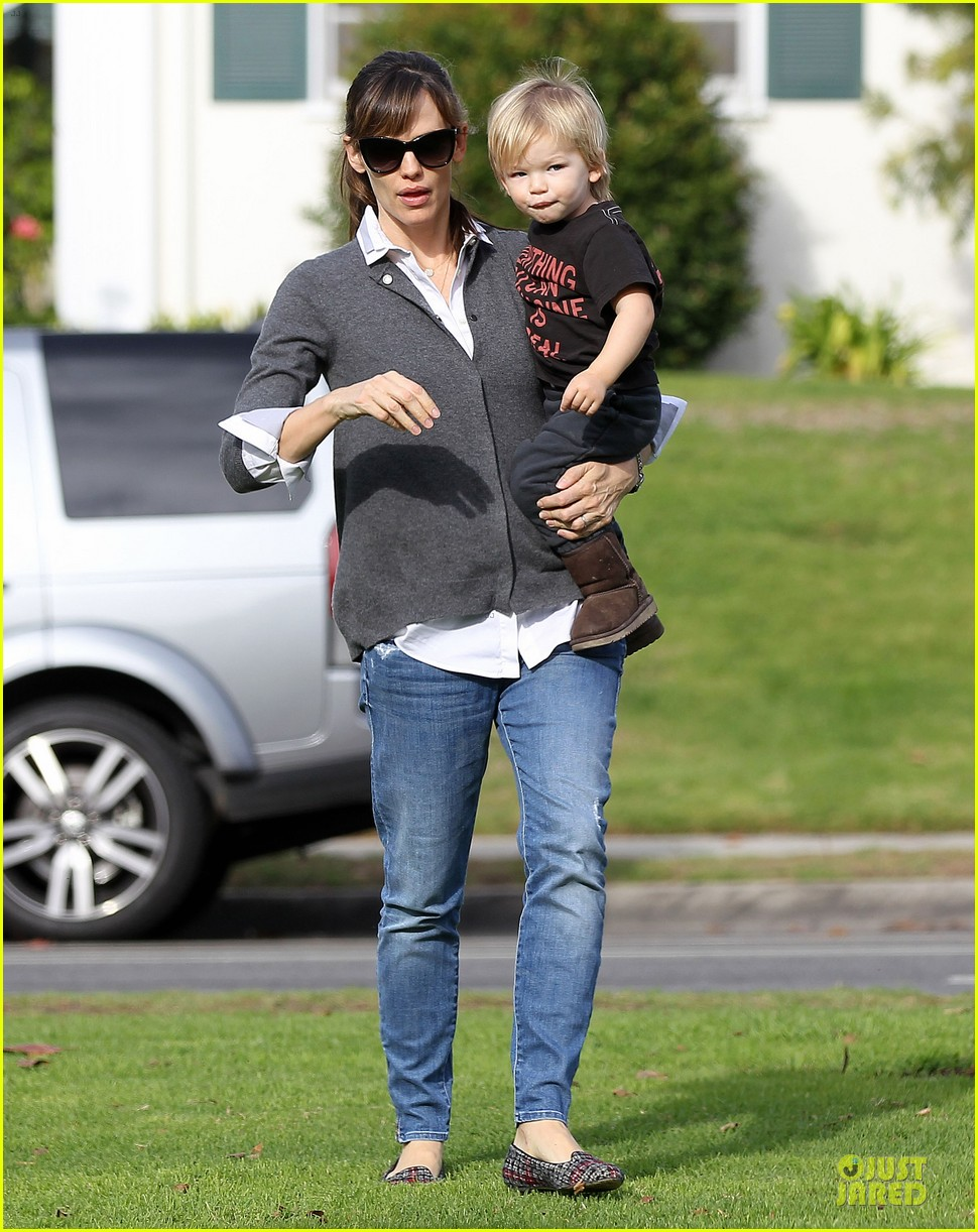 jennifer garner haircut for lollipop lovin samuel 14