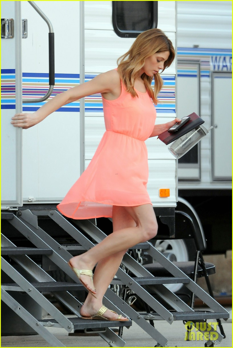 ashley green wears little pink dress for burying the ex 07