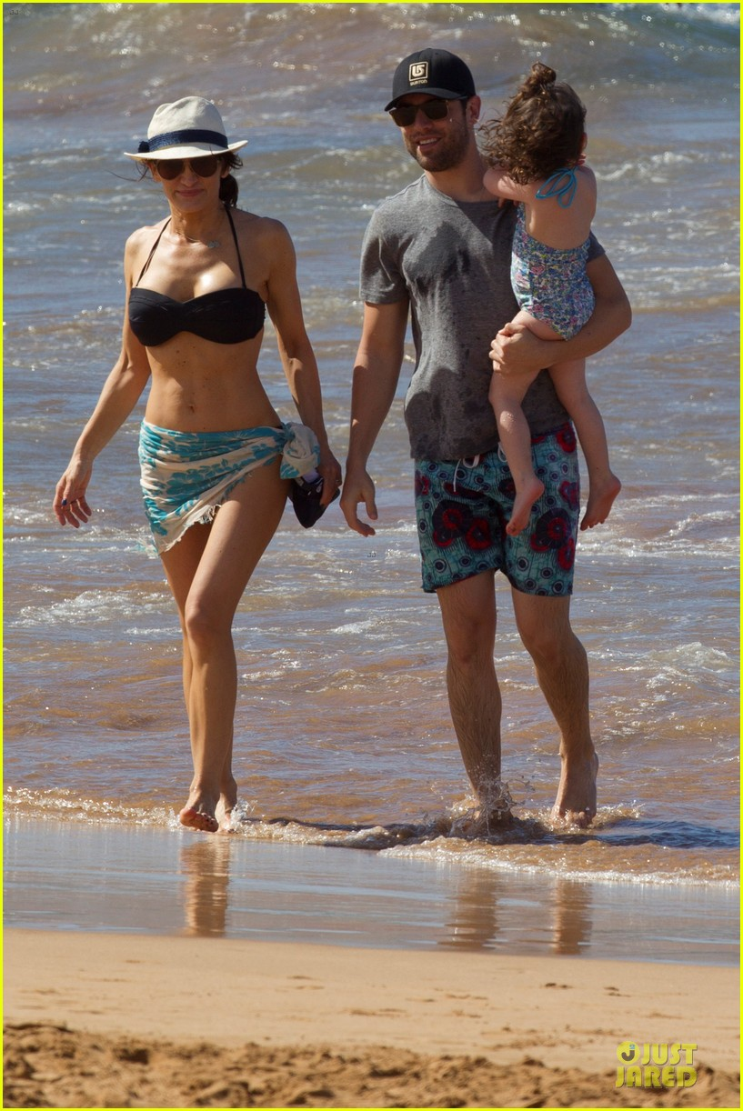 max greenfield shirtless vacation with bikini clad wife tess 03