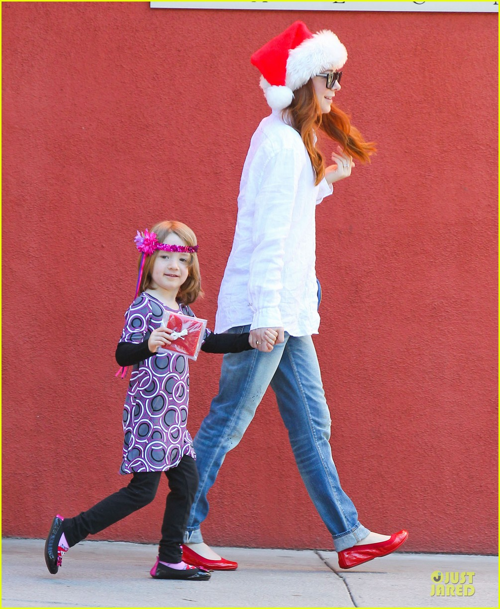 alyson hannigan sports santa hat on christmas eve 03