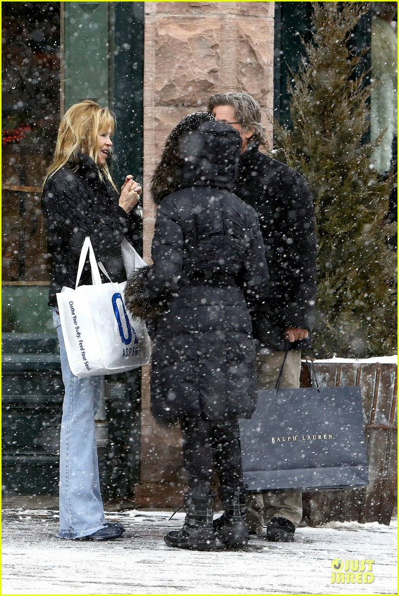 goldie hawn kurt russell aspen chat with melanie griffith 28