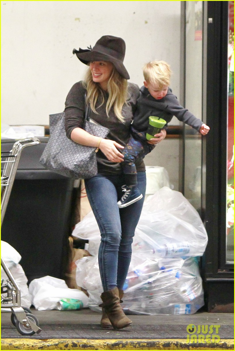 hilary duff busy weekend with her boys 113007799