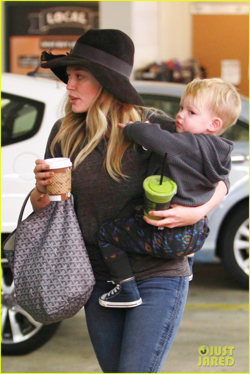 hilary duff busy weekend with her boys 123007800