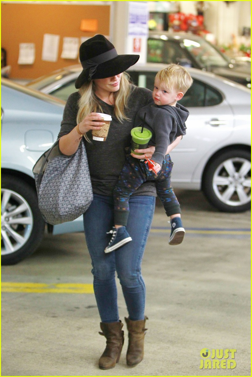 hilary duff busy weekend with her boys 14