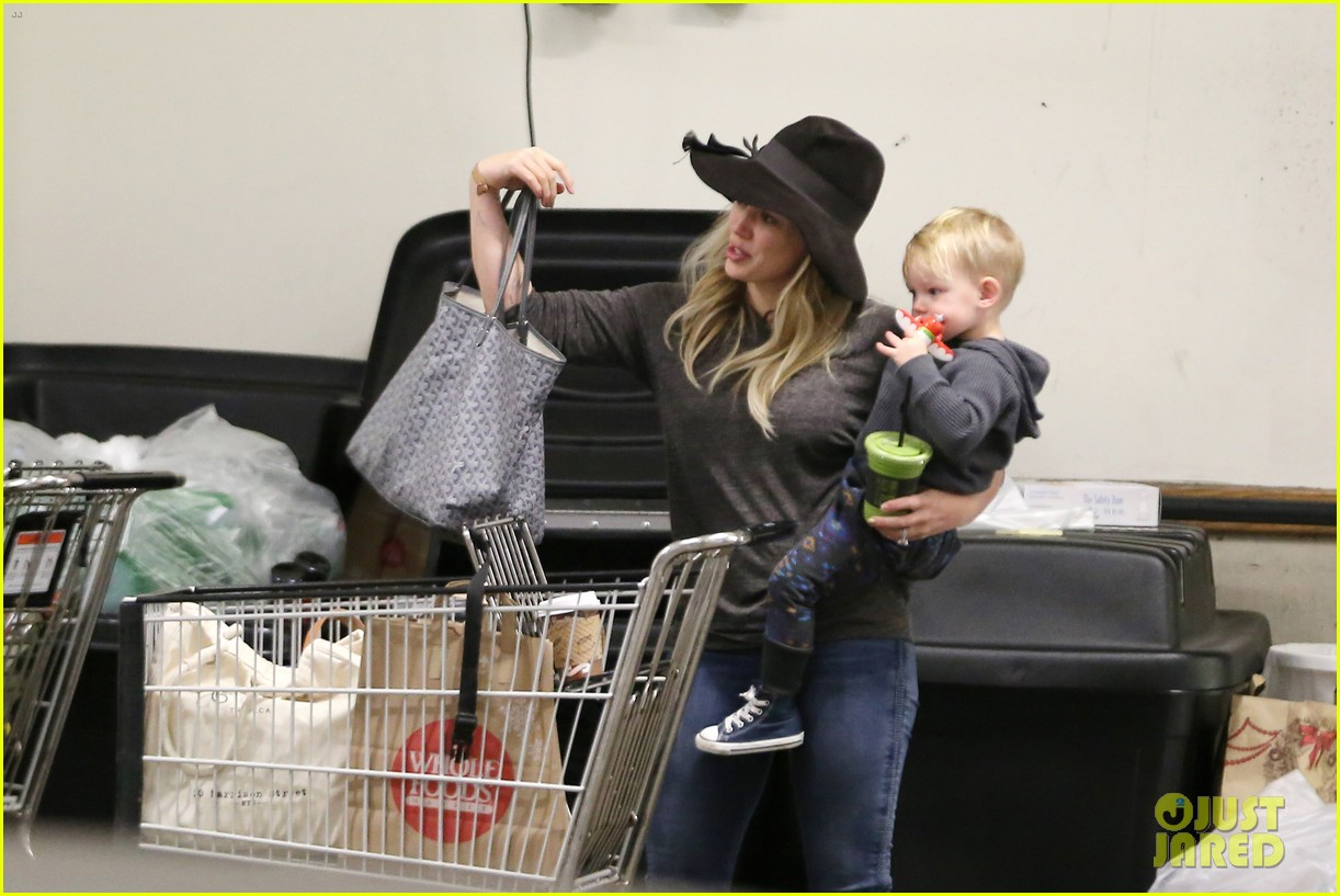 hilary duff busy weekend with her boys 16