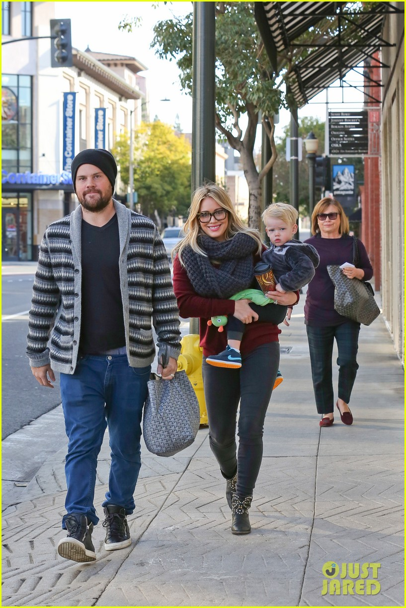 hilary duff busy weekend with her boys 223007810