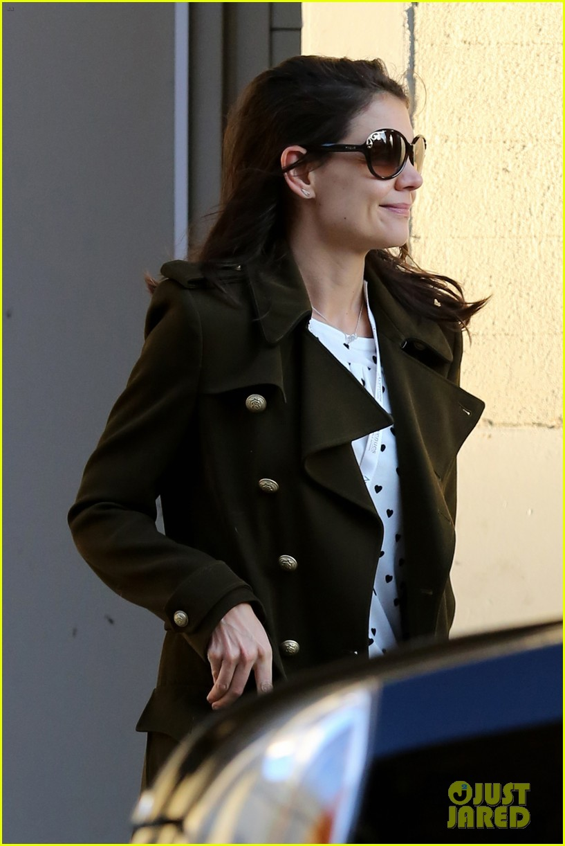 katie holmes early morning drop off with suri 063009752