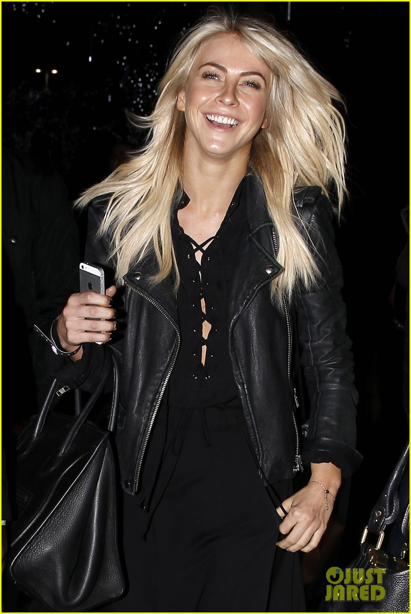 julianne hough beyonces mrs carter world tour viewing party 14