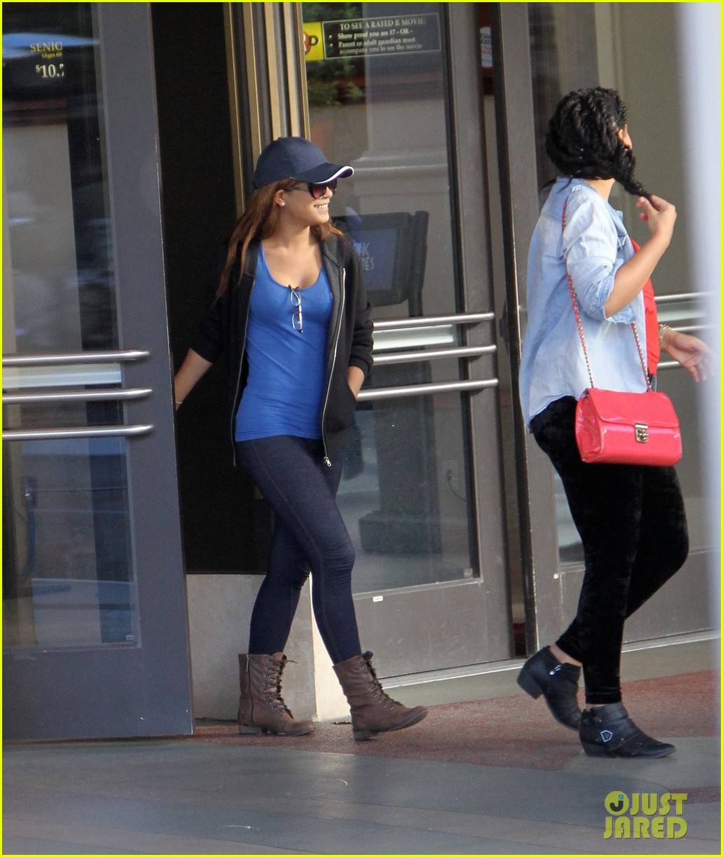 vanessa hudgens back on west coast after nyc trip 043010566