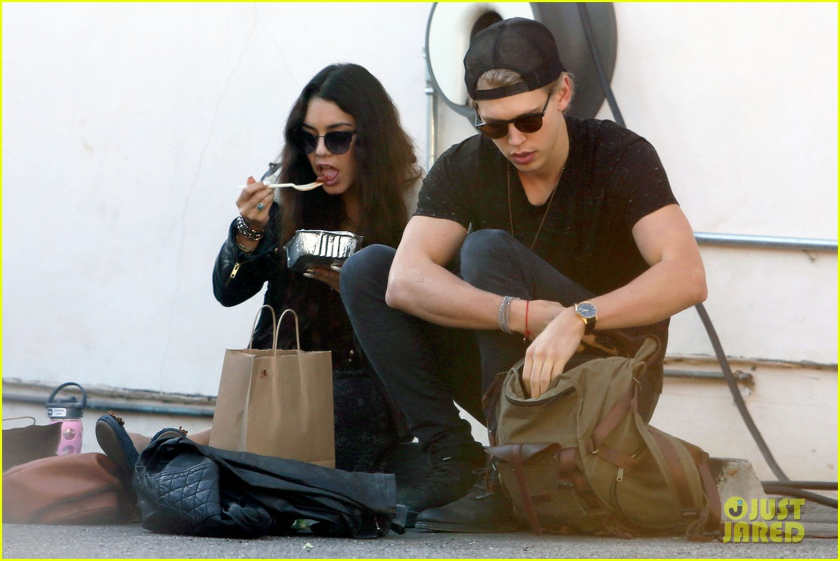 vanessa hudgens austin butler lunchin lovebirds in venice 03