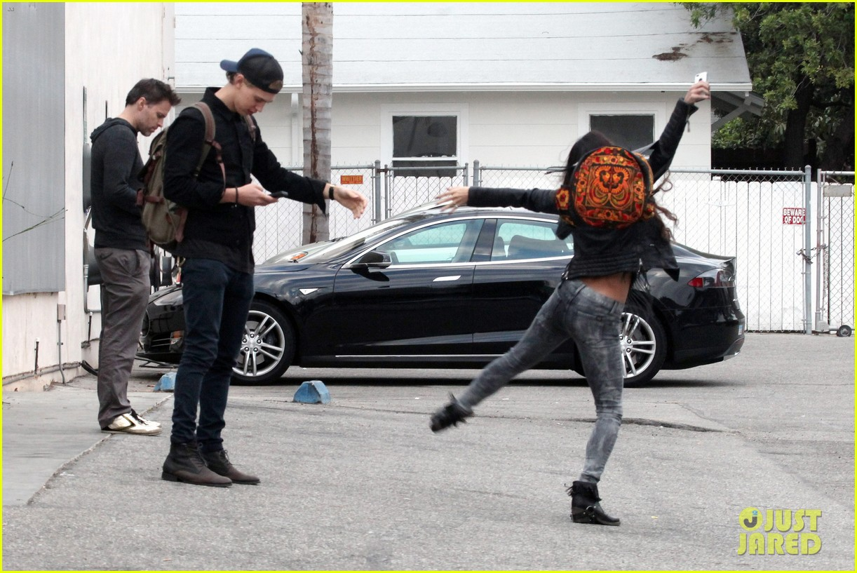 vanessa hudgens dance take silly selfies in a parking lot 21