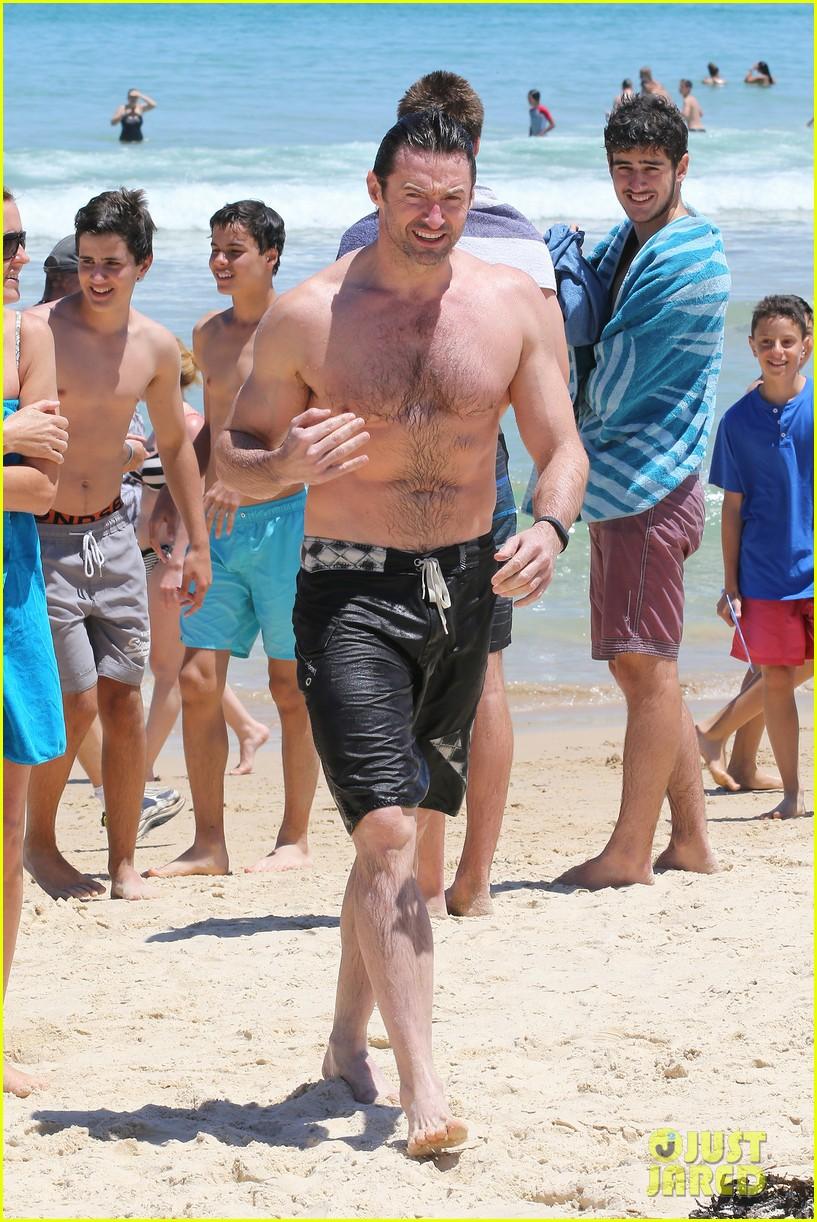 hugh jackman shirtless swim in sydney 01