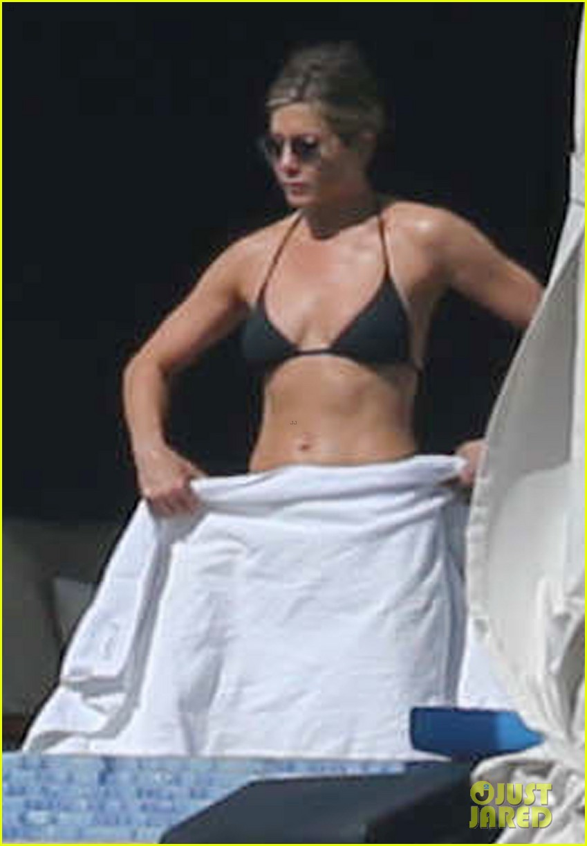 jennifer aniston bikini vacay courteney cox friends 01