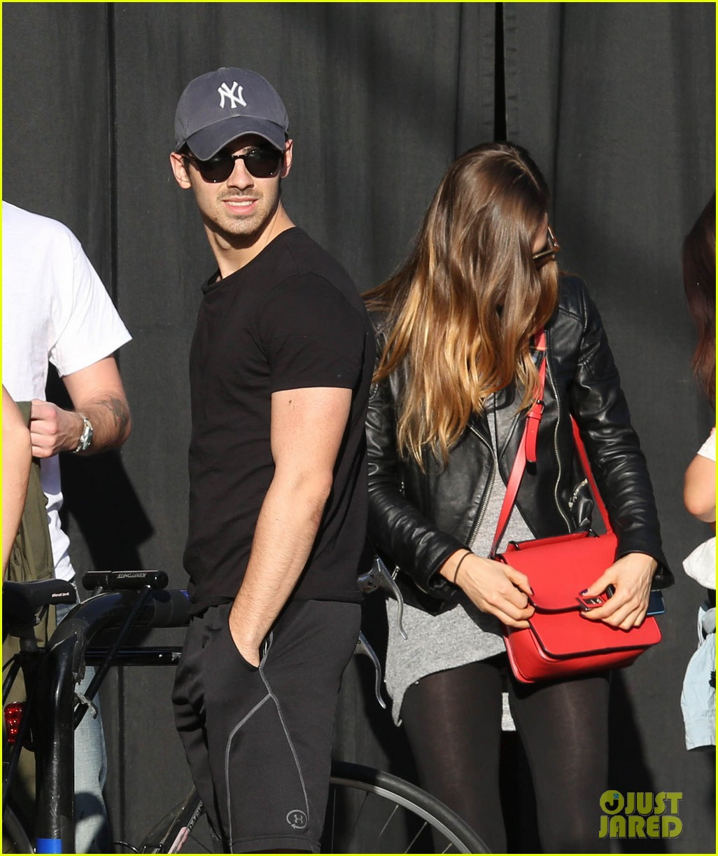 joe jonas jesse metcalfe lunch with their gals 07