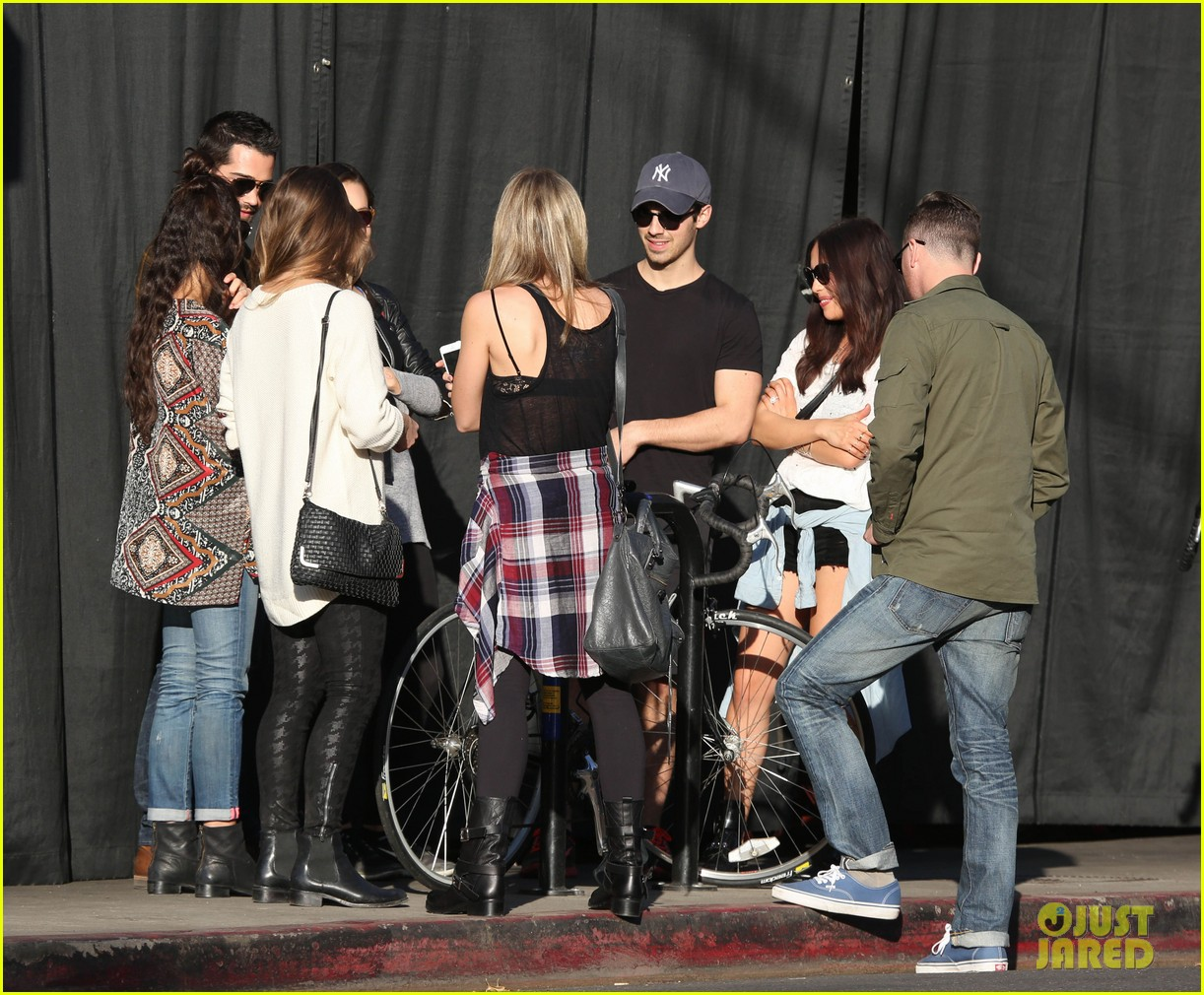 joe jonas jesse metcalfe lunch with their gals 12