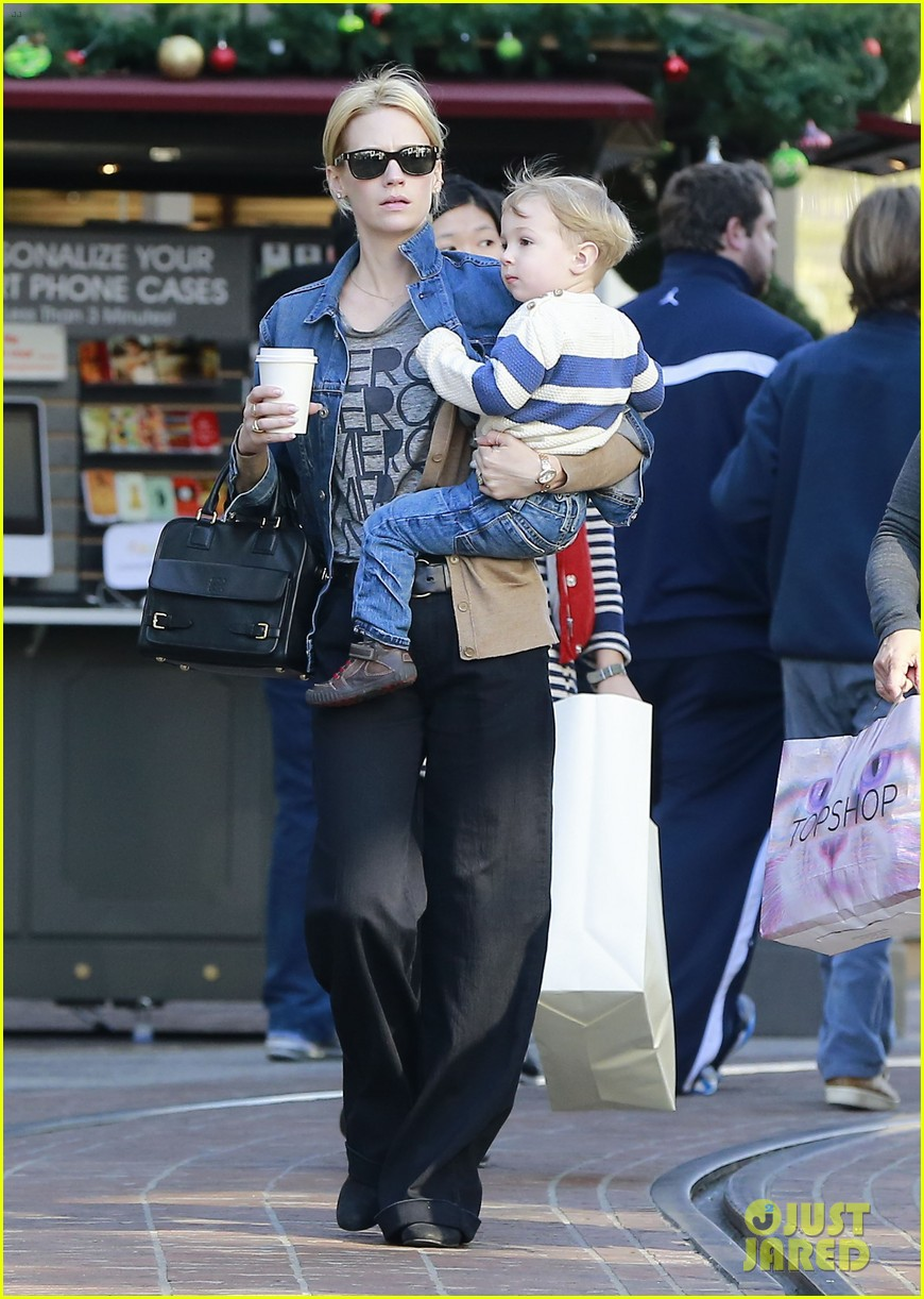 january jones takes xander to meet santa claus 05