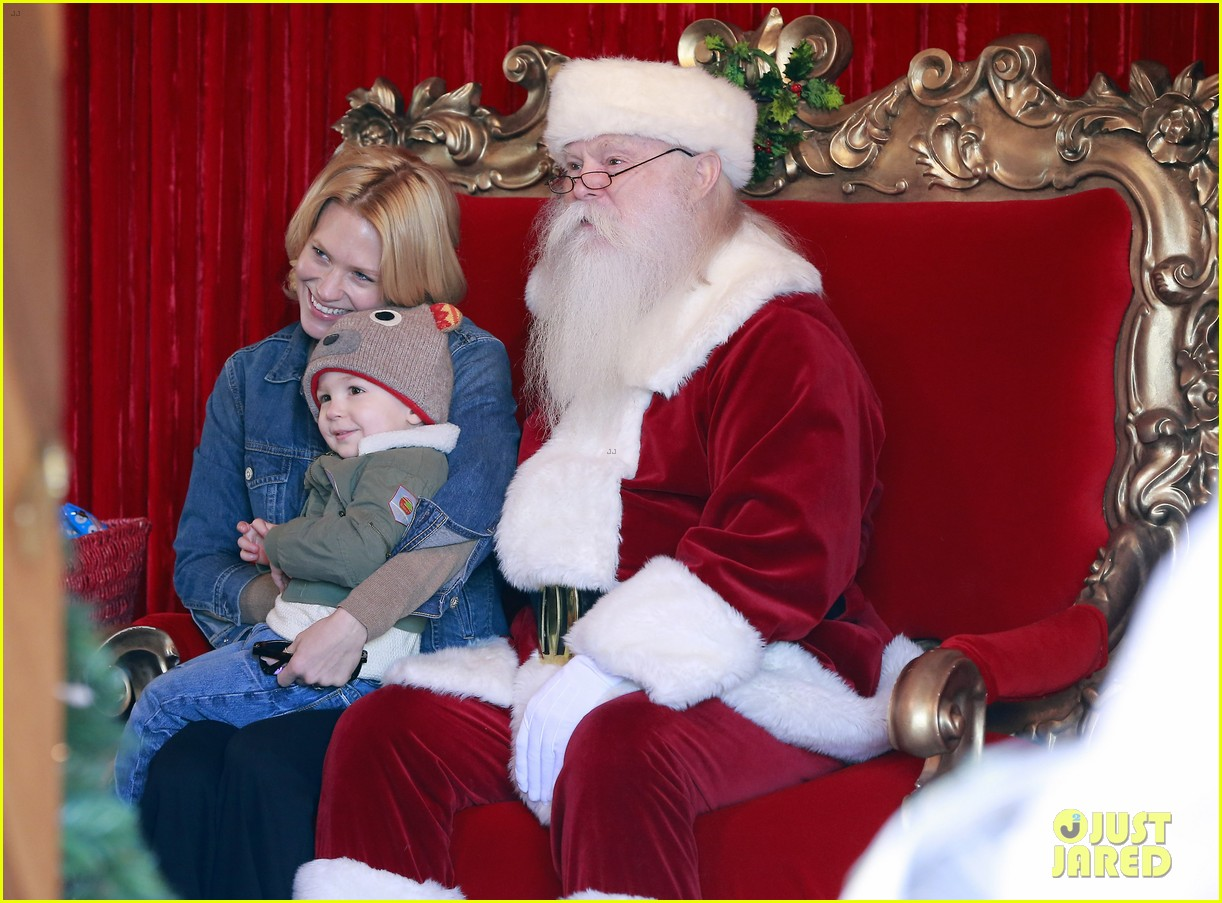 january jones takes xander to meet santa claus 12