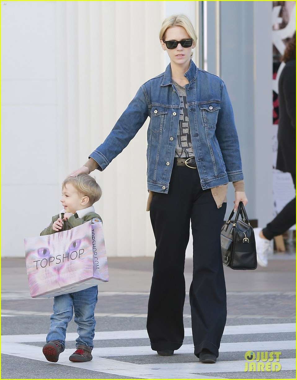 january jones takes xander to meet santa claus 19